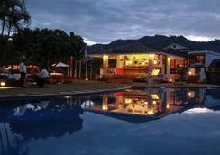 博卡拉村香格里拉酒店 - 博卡拉 - 游泳池