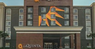 圣安东尼奥市区温德姆拉昆塔套房酒店 - 圣安东尼奥 - 建筑