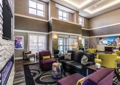 圣安东尼奥市区昆塔套房旅馆 - 圣安东尼奥 - 大厅