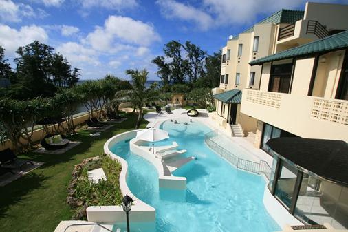 帕纳西亚冲绳度假村 - 恩纳 - 游泳池