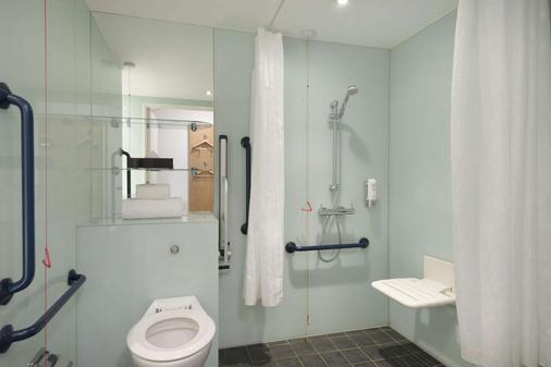 贝尔法斯特市中心温德姆华美达酒店 - 贝尔法斯特 - 浴室
