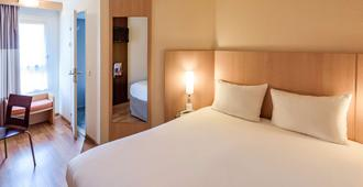 阿维尼翁中心蓬德欧洲宜必思酒店 - 阿维尼翁 - 睡房