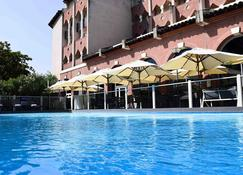 图卢兹中心康格诺富特酒店 - 图卢兹 - 游泳池