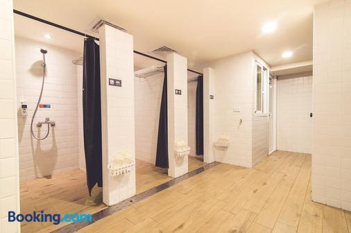 鴨家青年旅館 - 高雄市 - 浴室