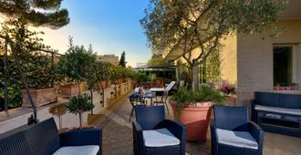 贝斯特韦斯特瑞沃里酒店 - 罗马 - 露台