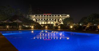 军刀酒店 - 加德满都 - 游泳池