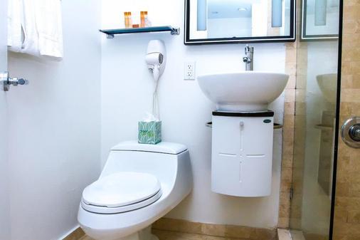 多切斯特套房酒店 - 迈阿密海滩 - 浴室