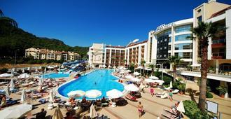 帕萨大酒店 - 马尔马里斯 - 游泳池