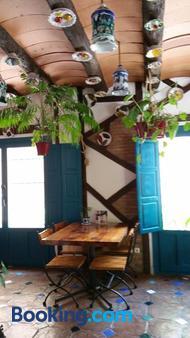Hostal La Ninfa - 格拉纳达 - 客厅