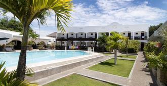 邦劳摄政公园度假酒店 - 邦劳 - 游泳池
