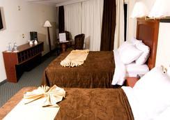 托卢卡贝斯特韦斯特酒店 - 托卢卡 - 睡房