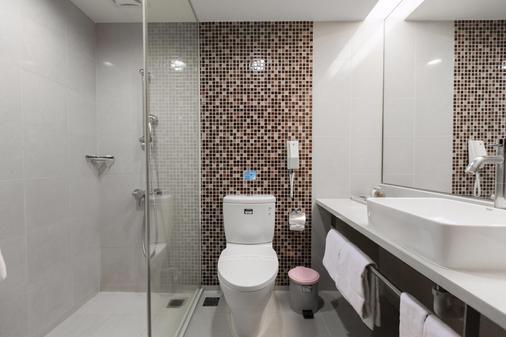 人道国际酒店 - 高雄市 - 浴室