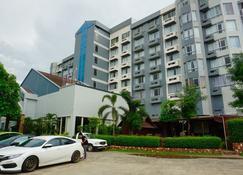 韦尔那空酒店 - 武里南 - 建筑
