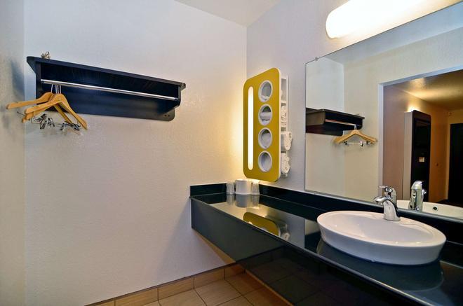 纳帕河谷费尔菲尔德6号汽车旅馆 - 费尔菲尔德 - 浴室