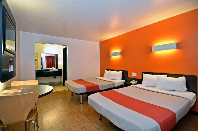 纳帕河谷费尔菲尔德6号汽车旅馆 - 费尔菲尔德 - 睡房