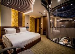 安格哈芭比安酒店 - 埃里温 - 睡房