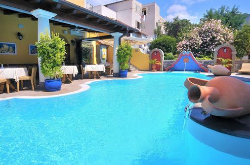 阿奇杜卡大酒店 - 利帕里 - 游泳池