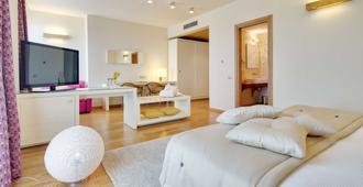 梅萨皮亚之狮贝斯特韦斯特升级酒店及会议 - 莱切 - 睡房