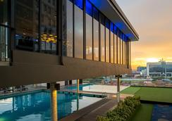 马六甲松树酒店 - 马六甲 - 游泳池