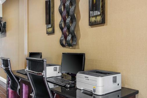 亨茨维尔斯利普套房酒店 - 亨茨维尔 - 商务中心