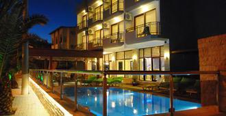 科兹伊莉巴酒店 - 切什梅 - 游泳池