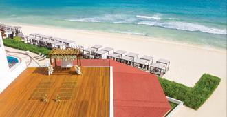 卡门海滩希尔顿度假村 - 仅供成人入住 - 式 - 全新翻修 - 卡门海滩 - 建筑