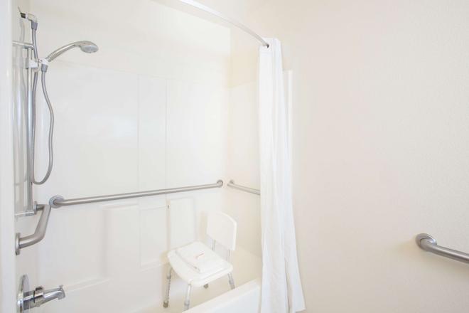 尤马速8酒店 - 优马 - 浴室