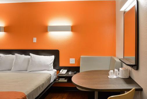 托莱多6号汽车旅馆 - 托莱多 - 睡房