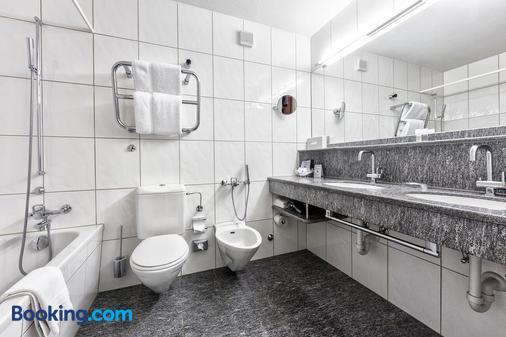 阿罗萨霍夫马兰高尔夫运动酒店 - 阿罗萨 - 浴室