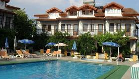奥扎尔普别墅公寓酒店 - 达利安 - 游泳池