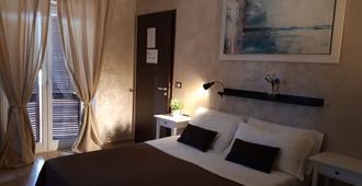 乔吉亚机场家庭旅馆 - 菲乌米奇诺