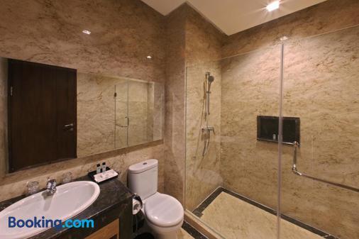皇家帕亚珈蓝酒店 - 茂物 - 浴室