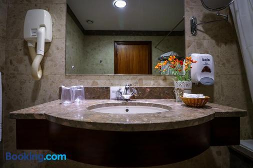 卡摩斯酒店 - 蓬塔德尔加达 - 浴室