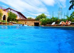 巧克力庄园酒店 - 格拉纳达 - 游泳池
