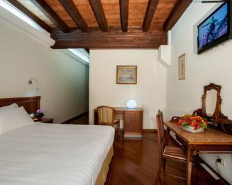 弗洛拉酒店 - 卡利亚里 - 睡房