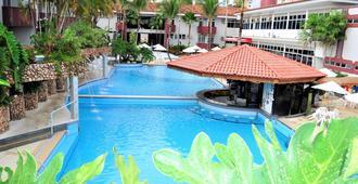 泰永酒店 - 卡达斯诺瓦斯 - 游泳池