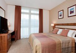 伦敦超越希尔顿逸林酒店 - 伦敦 - 睡房