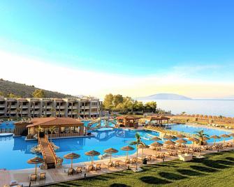 坎迪亚城堡海水浴度假酒店 - 托隆 - 游泳池