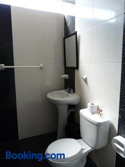 马特里奥施卡酒店 - 伊卡 - 浴室