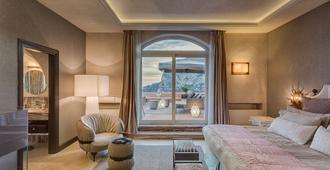 朋塔特拉嘉拉酒店 - 卡普里岛 - 睡房