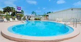 迪克斯埃利斯路杰克逊维尔骑士酒店 - 杰克逊维尔 - 游泳池