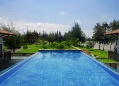 民丹岛班泰英达度假村 - 拉古洼 - 游泳池