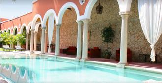 梅里达庄园酒店 - 梅里达 - 游泳池
