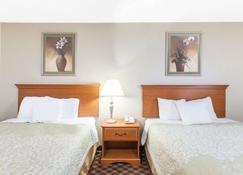 西福德戴斯套房飯店 - 锡福德 - 睡房