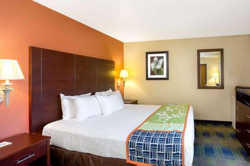 弗里蒙特戴斯酒店 - 弗里蒙特 - 睡房