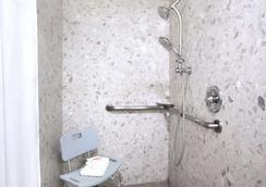 弗里蒙特戴斯酒店 - 弗里蒙特 - 浴室