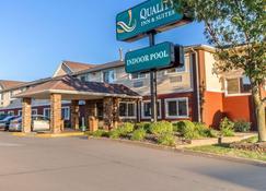 品质套房酒店 - 欧克莱尔 - 建筑