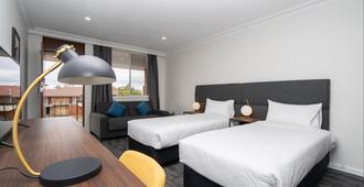 羅提莫套房飯店 - 巴瑟斯特 - 睡房