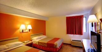 康瑟尔布拉夫斯6号汽车旅馆 - 康瑟尔布拉夫斯 - 睡房