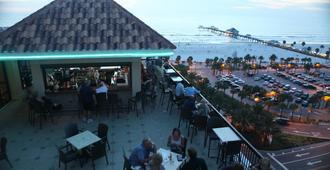 克利尔沃特码头之家 60 号海滩码头酒店 - 克利尔沃特 - 酒吧